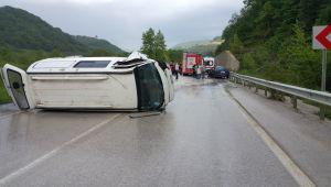 Minibüsle otomobil çarpıştı: 1 ölü, 1 yaralı