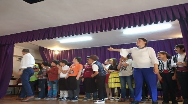 Minik öğrencilerden 'Pırlanta Bal' oyunu
