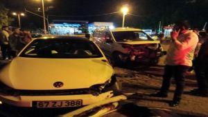 3 aracın karıştığı kazada 2 kişi yaralandı