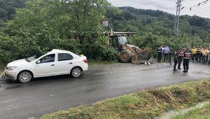 İş makinesi otomobille çarpıştı: 1 ölü