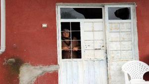 Evi yanan Ünsal aile yardım bekliyor