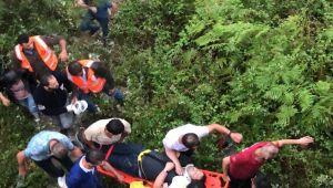 Uçuruma yuvarlandı: 5 yaralı