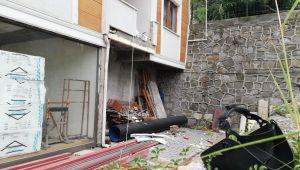 Yangın merdiveni yapmak isterken düşüp yaralandı