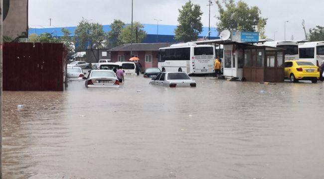 Zonguldak'ta kuvvetli yağış hayatı felç etti