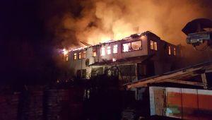 Eski belediye başkanının evi alev alev yandı