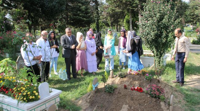 - Selde hayatını kaybeden çocuklar mezarı başında anıldı