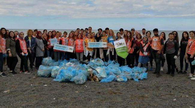 - Üniversiteliler sahilde çöp topladı