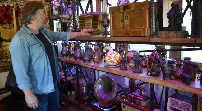 10 yıldır topladığı antika eşyalarla ofisini müzeye çevirdi