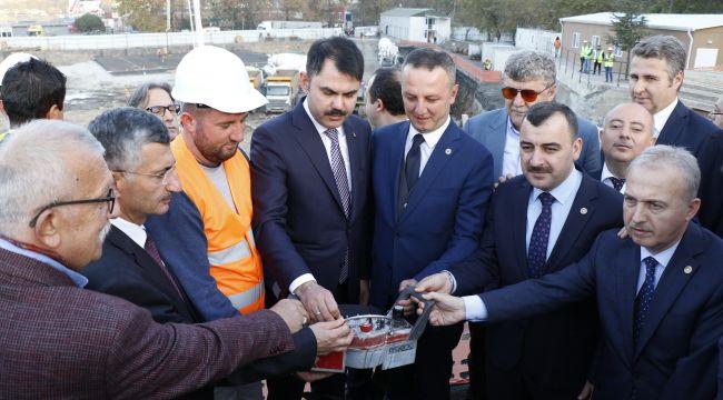Çevre ve Şehircilik Bakanı Kurum, Selahaddin Camii inşaatını inceledi