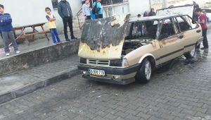 Elektrik kontağından çıkan yangın arabayı kül etti