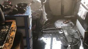 - Elektrik kontağından çıkan yangın evi kül etti