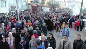 - Hamsi Festivali'nde 1 ton 200 kilo hamsi dağıtıldı