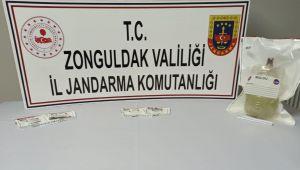 Uyuşturucu madde satan 2 kişi kıskıvrak yakalandı