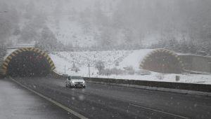 -BoluDağı'nda kar yağışı etkisini artırarak devam ediyor