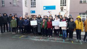 Eski okullarına geçmek isteyen öğrenci ve veliler eylem yaptı