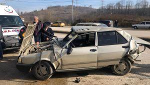 -İki otomobil çarpıştı, 2 kişi yaralandı