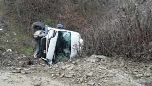 - Kamyonet takla attı: 2 yaralı