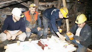 Madenciler yerin 300 metre altında yeni yılı kutladı