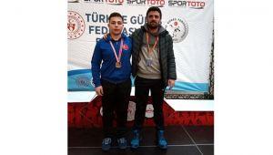 -Zonguldaklı güreşçi şampiyona bileti aldı