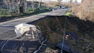 20 köyü birbirine bağlayan yol çöktü