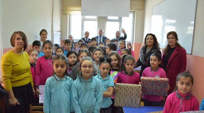 Çocuk Meclisi'nden 'kardeş okuluma hediye' etkinliği
