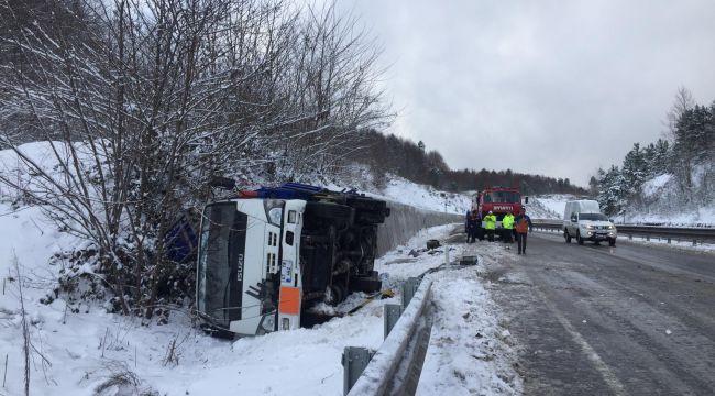 - Otobüs tüp yüklü kamyonete çarptı: 5 yaralı