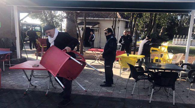 Vatandaşlar kaldırıldı, masa ve sandalyeler toplatıldı
