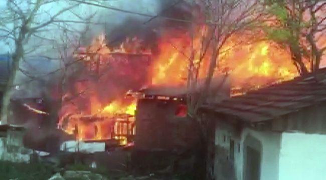 Düzce'de 4 ev alevler içinde kaldı