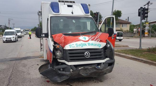 - Ambulansın karıştığı zincirleme kazada 1 kişi yaralandı