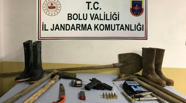 - Bolu'da,Zonguldak'tan gelip kaçak kazı yapan 4 kişi gözaltına alındı