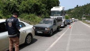 -Zonguldak'a giriş çıkışlarda uzun kuyruklar oluştu
