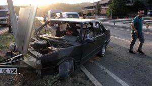 - Elektrik direğine çarpan TOFAŞ otomobil kullanılamaz hale geldi