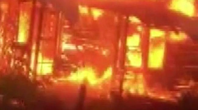 Eve yıldırım düştü, alev alev yandı
