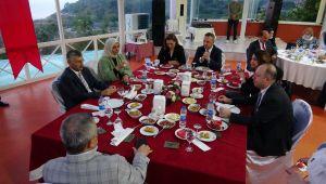 Vali Erdoğan Bektaş için veda yemeği