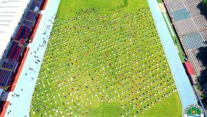 Zonguldak'ta Cuma namazı stadyum'da kılındı
