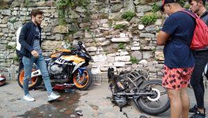 Motosikletler çarpıştı, 1 kişi yaralı