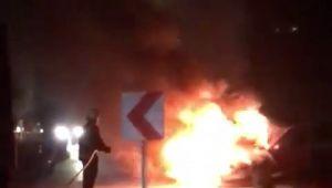 - Seyir halindeki otomobil alev alev yandı