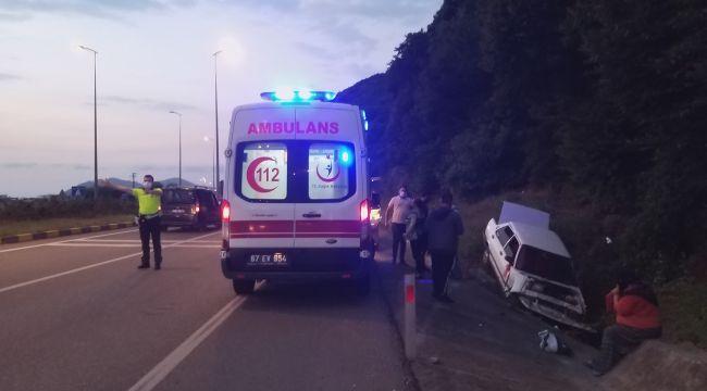 - Otomobil su kanalına düştü: 2 yaralı