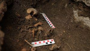- Kazı çalışmalarında bebek mezarı bulundu