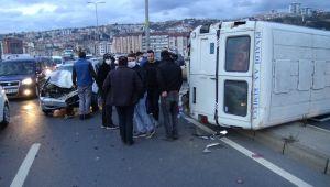 - Otomobille çarpışan minibüs devrildi; 1 yaralı