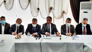 AK Parti vekilleri ve ilçe başkanı, çalışmalar hakkında bilgiler verdi