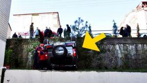 Önce otomobile çarptı sonra siteye devrildi