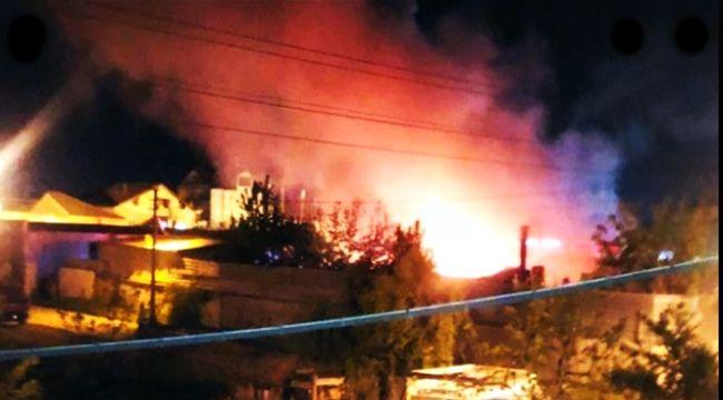 Tüplerin bulunduğu hurdalıkta yangın...