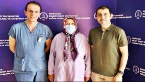 Milyonda bir görülen tümör ameliyatı yarım gün sürdü...