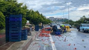 Zonguldak'ta lastiği patlayan kamyonet devrildi.