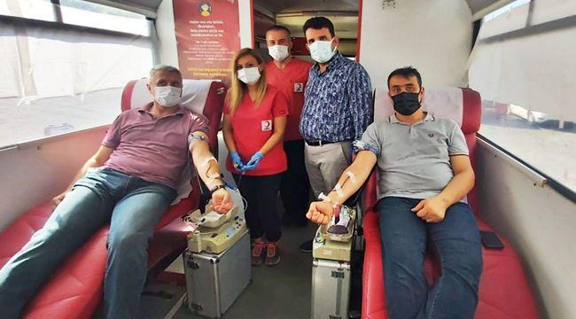 Kan vererek kampanyanın açılışını yaptı