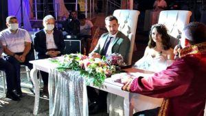 Görkemli düğün ile dünya evine girdiler