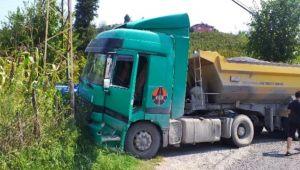 Hafriyat kamyonu ile patpat çarpıştı...