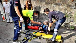 Motosiklet duvara çarptı, metrelerce sürüklendi