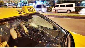 Genç kıza taksi çarptı